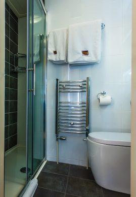 Room 6, en-suite